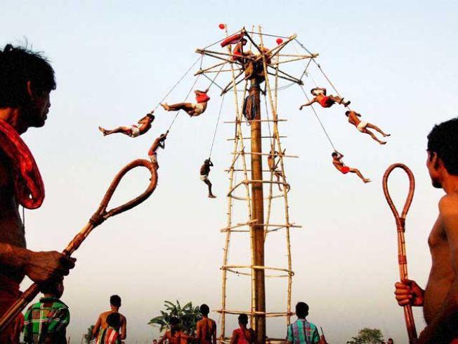 https://assets.roar.media/Bangla/2017/03/charak-festival-in-west-bengal.jpg