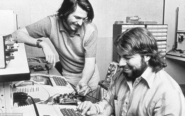 https://assets.roar.media/Bangla/2017/05/2BF7F6F900000578-3222400-Mr_Jobs_left_and_Mr_Wozniak_met_in_1971_when_they_were_introduce-a-5_1441371031295.jpg