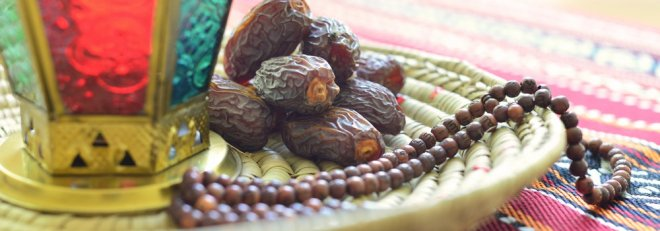 https://assets.roar.media/Bangla/2017/06/Arabic-dates-lantern-and-rosary-1000x350.jpg