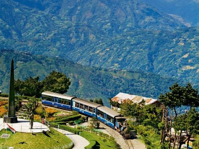 https://assets.roar.media/Bangla/2017/06/darjeeling-himalayan-railway.jpg