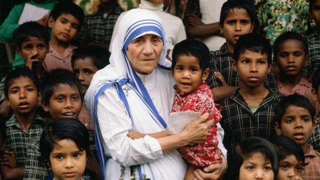 https://assets.roar.media/Bangla/2017/09/MotherTeresa-GettyImages-56799974.jpg