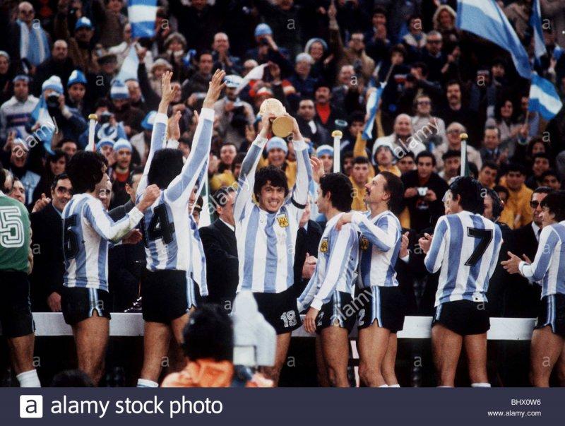 https://assets.roar.media/Bangla/2017/11/holland-1-argentina-3-football-world-cup-final-1978-passarella-argentine-BHX0W6.jpg