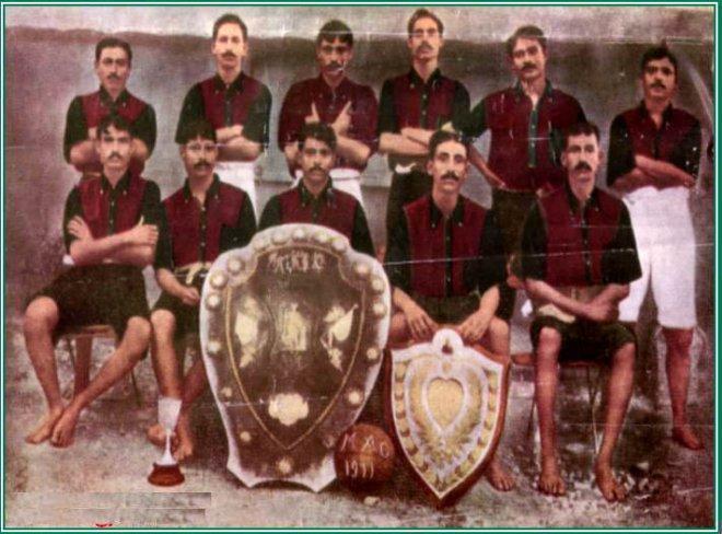 https://assets.roar.media/Bangla/2017/12/Mohun_Bagan_1911_IFA_shield_wining_team.jpg