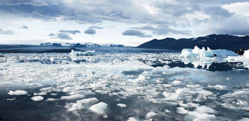 https://assets.roar.media/Bangla/2018/02/climate-cold-glacier-iceberg_0.jpg