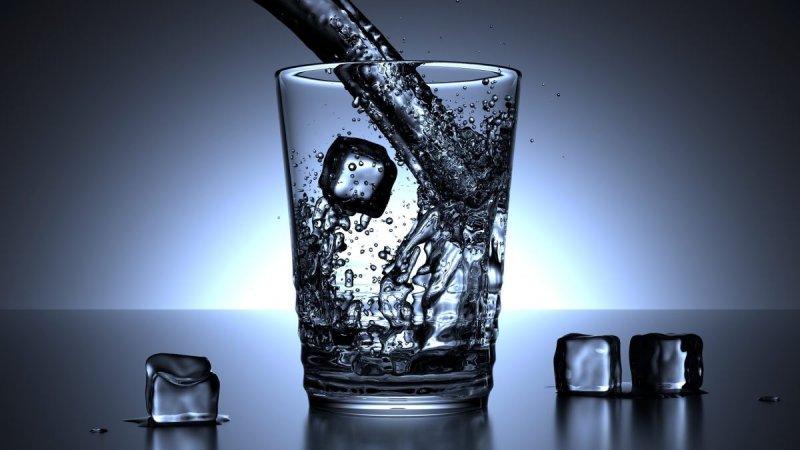 https://assets.roar.media/Bangla/2018/03/How-much-water-should-we-drink-per-day.jpg