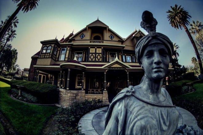 https://assets.roar.media/Bangla/2018/05/TGA1111H_statue-winchester-house_216507_757401-1299408.jpg.rend_.tccom_.1280.853.jpg