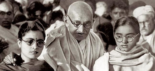 https://assets.roar.media/Hindi/2017/01/Mahatma-Gandhi-Relations-with-Other-Women-Historical-Controversy-in-Hindi.jpg