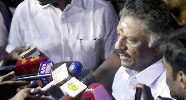 https://assets.roar.media/Hindi/2017/02/Sasikala-Politics-in-Tamil-Nadu-Hindi-Satire-O-Paneerselvam.jpg