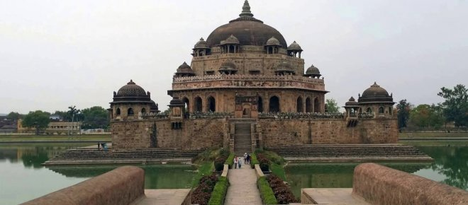 https://assets.roar.media/Hindi/2017/04/30-Days-30-Plans-in-Bihar-Sher-Shah-Suri-TombSasaram1.jpg