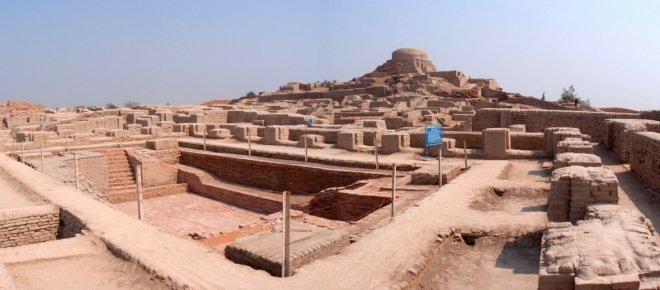 https://assets.roar.media/Hindi/2017/05/The-Story-Of-Worlds-Oldest-City-Mohenjodaro.jpg