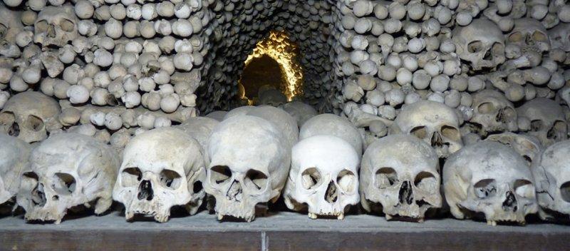 https://assets.roar.media/Hindi/2017/08/Churches-Made-of-Bones-Sedlec-Ossuary.jpg