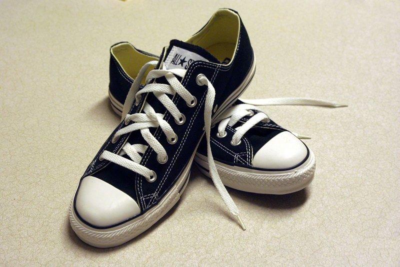 https://assets.roar.media/Hindi/2017/10/Sneakers-Craze-Hindi-Article-Black_Converse_sneakers.jpg