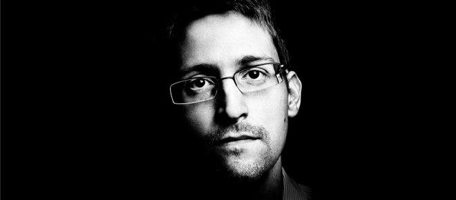 https://assets.roar.media/Hindi/2017/11/Computer-Hacker-Edward-Snowden-Hindi-Article.jpg