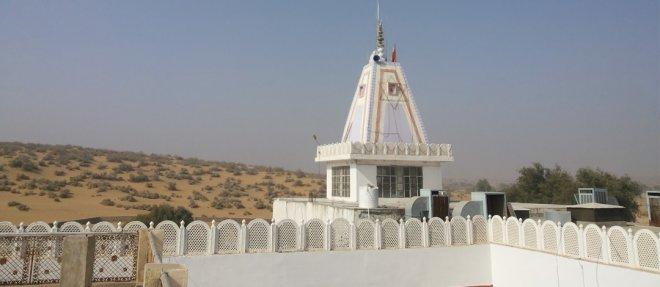 https://assets.roar.media/Hindi/2018/01/Tanot-Mata-Temple2.jpg