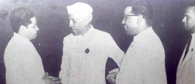 https://assets.roar.media/Hindi/2018/02/Ram-Dayal-Joshi-with-Jawaharlal-Nehru..jpg