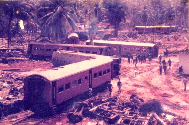 https://assets.roar.media/Life/2015/01/MUST-scattered-carraiges-of-train-No.-50.jpg