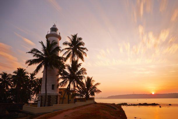 https://assets.roar.media/Life/2016/07/lighthouse-galle-sri-lanka-611x408.jpg