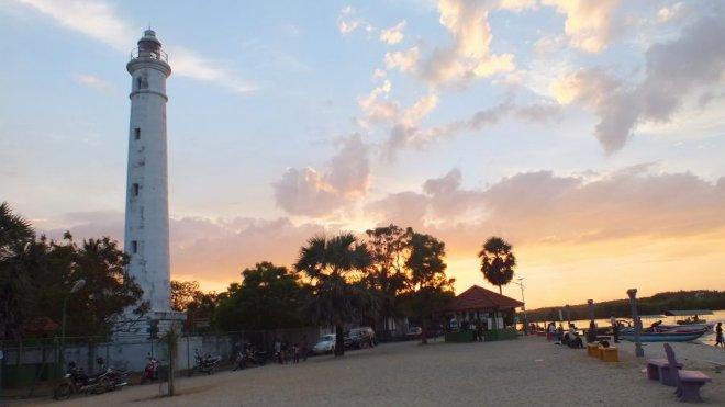 https://assets.roar.media/Life/2016/08/Batticaloa_Lighthouse_Evening_Time-e1472454990394.jpg