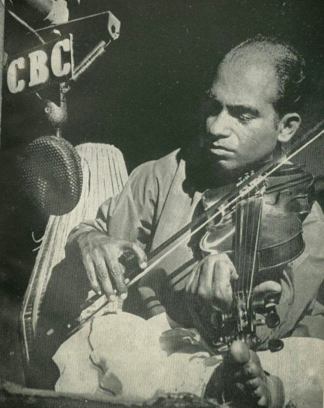 Amaradeva performing live on CBC. Image courtesy: fragmenteyes.blogspot.com