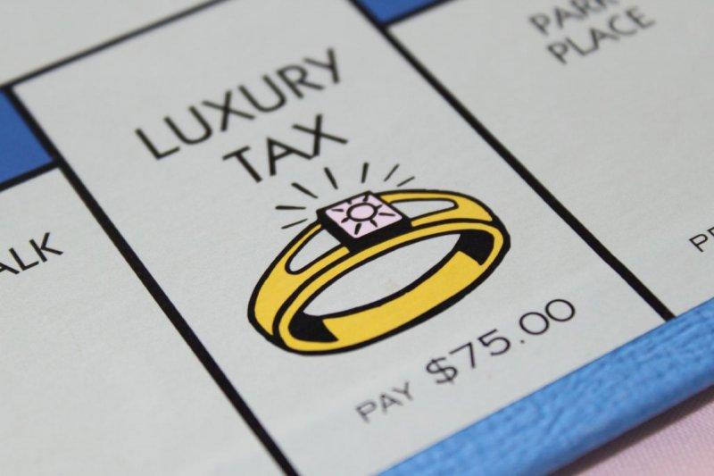 https://assets.roar.media/Life/2018/01/luxury_tax_monopoly.0.jpg