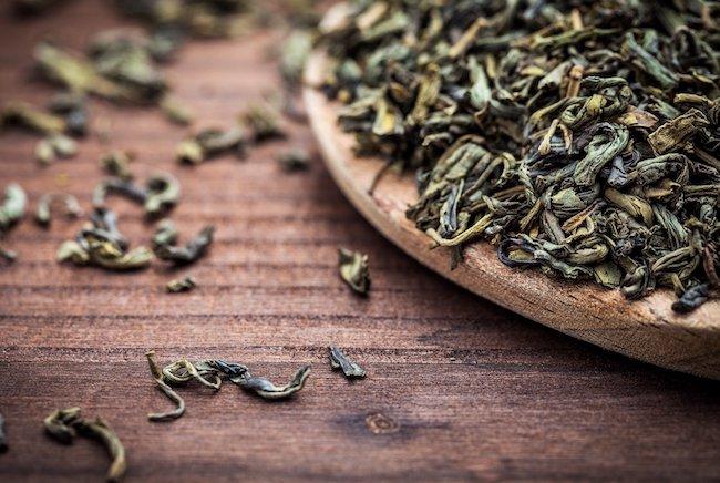https://assets.roar.media/Sinhala/2016/04/Tea-Leaves-Wooden-Bowl_featured.jpg