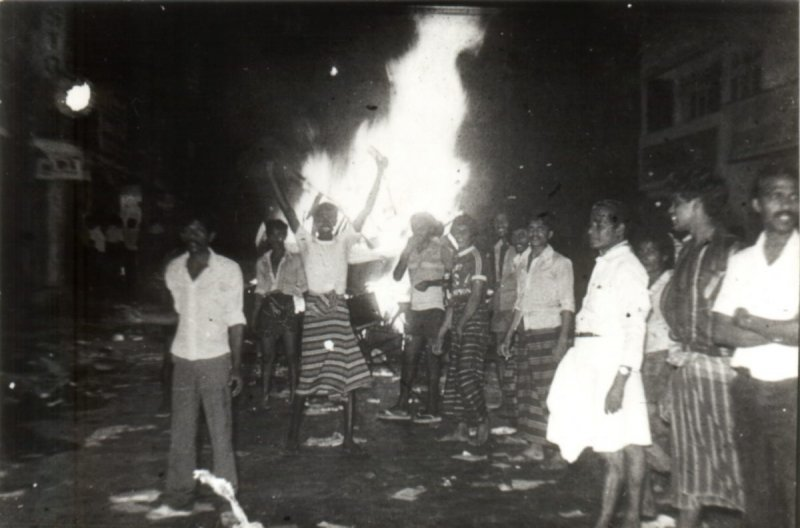https://assets.roar.media/Sinhala/2016/07/14a-borella-rioters-1983-burning-e1469110569248.jpg