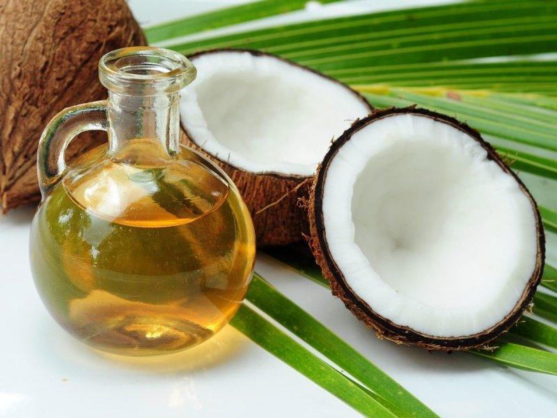 https://assets.roar.media/Sinhala/2017/07/Coconut-and-Coconut-Oil.jpg