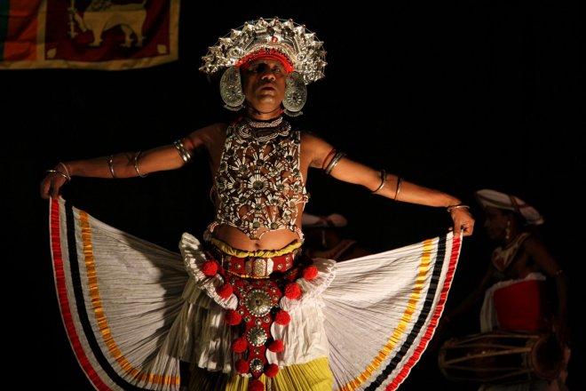 https://assets.roar.media/Sinhala/2017/07/kandayan-dancer-e1500551050706.jpg