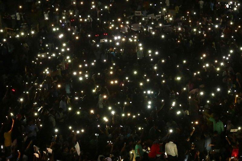 https://assets.roar.media/Tamil/2017/07/Marina_Protest-EPS-e1501142455707.jpg