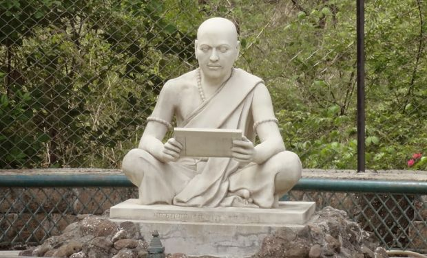 https://assets.roar.media/assets/1NdTHLHQUiiLFasx_Indian_MatheMatician_Bhaskaracharya_Statue_Chalisgaon_Maharashtra_0_0_0.jpg