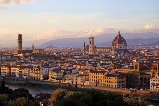 https://assets.roar.media/assets/4HmMv8Ea5xInKFz5_Piazzale-Michelangelo-Florence-3.jpg