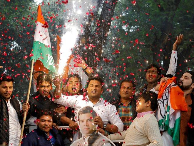 https://assets.roar.media/assets/4WDQJfgehq3oIIr0_181210-delhi-supporters_resources1.jpg