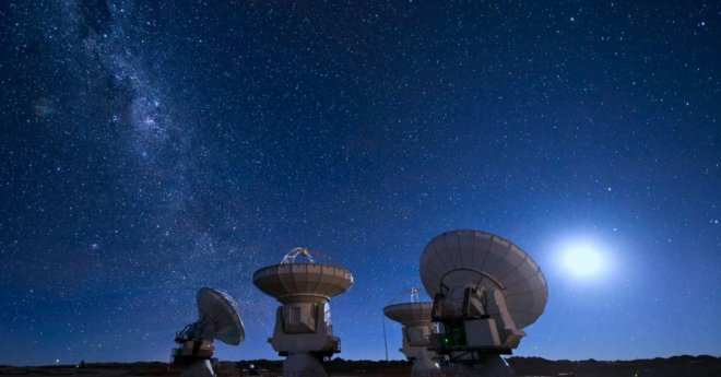 https://assets.roar.media/assets/64pEatgW4Q7kyKLS_radioteleskop_radar_stars_dish_moon_milky_way_radio_antenna_astronomy_satellites_frequency_parabolic_electromagnetic_interference_sources_space_probes_observatories_l.jpg