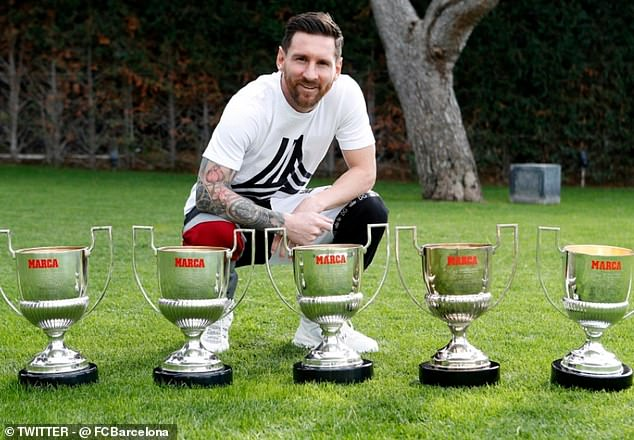 https://assets.roar.media/assets/DNxq8SN38z0o8IQP_6128670-6383759-Lionel_Messi_posed_with_some_recent_trophies_having_taken_his_in-a-33_1542114867881.jpg