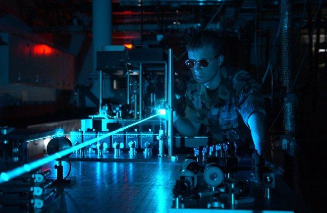 https://assets.roar.media/assets/G2a77d9EfB0pvD2n_1200px-Military_laser_experiment.jpg