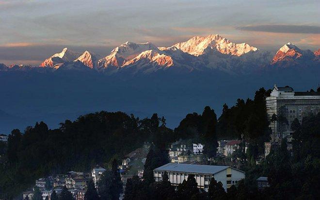 https://assets.roar.media/assets/HRob3Vy12ooySlPb_Darjeeling.jpg