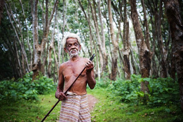 https://assets.roar.media/assets/JK3NHtccC6Ii4pKU_farmer-plantation-sri-lanka_53876-19339-(1).jpg