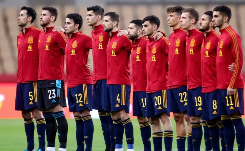 https://assets.roar.media/assets/QRwFfyOPI1ss03fT_players_of_spain_line_up_prior_a_game_in_2021__xgettyx.jpg_242310155.jpg