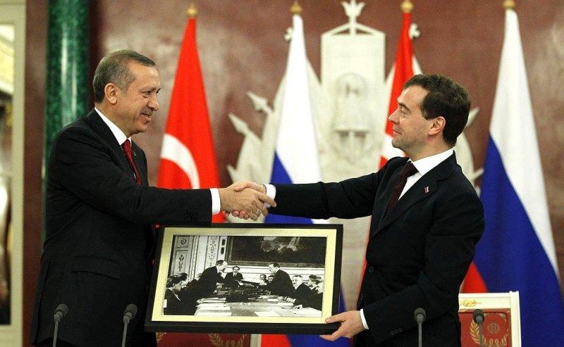 https://assets.roar.media/assets/RdZl2sWpoQzdoCHk_Erdogan%2C_Medvedev.jpeg