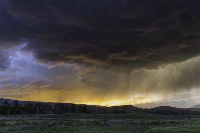 https://assets.roar.media/assets/X6SSGvfK3WTI0fMT_Clouds-Sky-Sunset-Storm-Rain-Dark-Thunderstorm-1329110.jpg