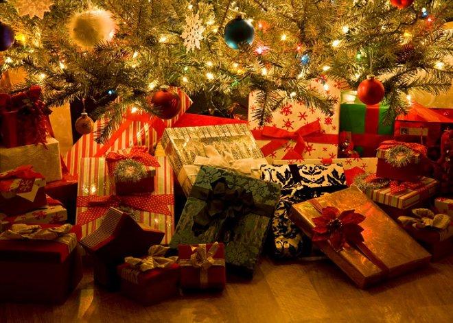 https://assets.roar.media/assets/X75LUSop5ISR4zIV_gifts-under-the-tree.jpg