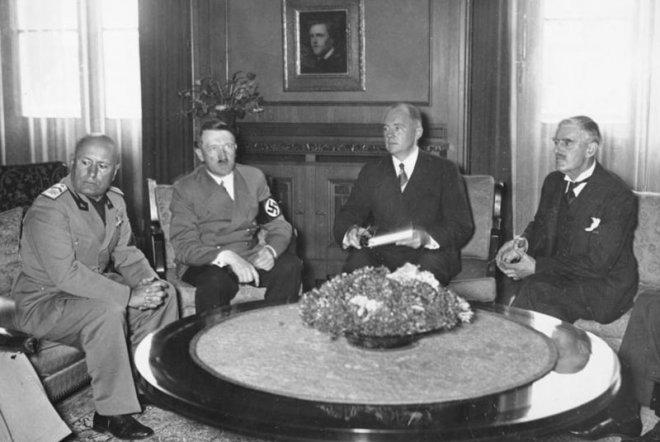 https://assets.roar.media/assets/X8QXx6tcc83VKF33_Benito-Mussolini-Adolf-Hitler-Italian-Neville-Chamberlain-September-29-1938.jpg