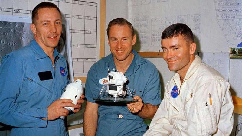 https://assets.roar.media/assets/Xf0dRL83caB7WOzg_Apollo_13_crew_before_launch1.jpg