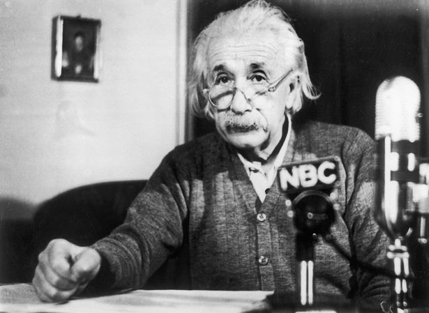 https://assets.roar.media/assets/ZTvP5evxDopOt07n_Albert-EinsteinS-Pacifist-Speech-In-1950.jpg