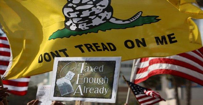 https://assets.roar.media/assets/gLk75Eidvuq3WvuU_Tea-Party-Tax-Day-Rally-April-15-2009-SantaMonica-Tax-Reform-Getty-640x480.jpg