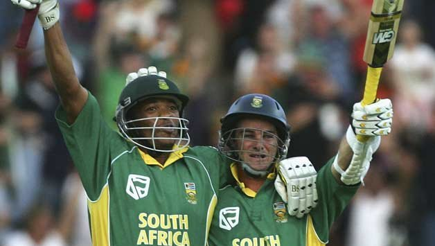 https://assets.roar.media/assets/k5Wsg5ThMXnxiPUT_Makhaya-Ntini-L-and-Mark-Boucher-of-South-Africa-celebrate-the-winning-runs-during-the-fifth-One-Day-Inter.jpg