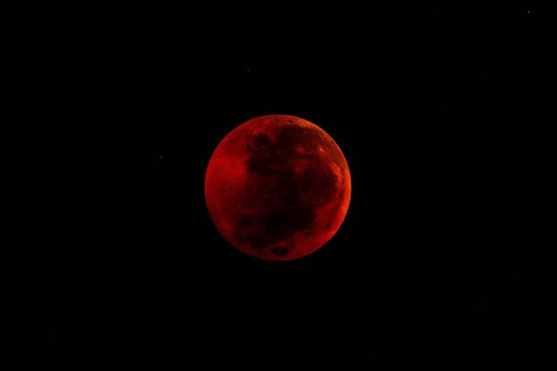 https://assets.roar.media/assets/kEA7yu6Bk5cRdqzp_blood-moon.jpg