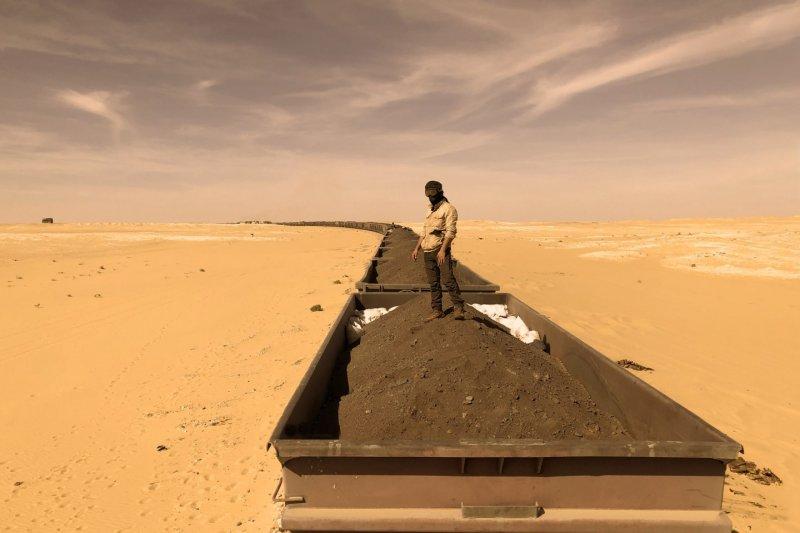 https://assets.roar.media/assets/nvG80qK4vP53EVI4_ore-iron-train-mauritania-cover.jpg