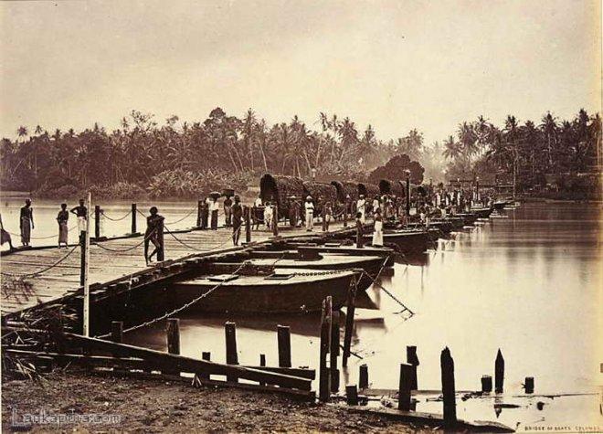 https://assets.roar.media/assets/oEelX7TBN38voQrp_bridge-of-boats-over-kalani-ganga-(1).jpg