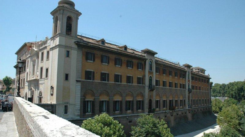 https://assets.roar.media/assets/viH6kMRUhBMSSNNl_Haar2The-Fatebenefratelli-hospital-in-the-Tiber-Island-Rome.Franco-Ilardo.jpg